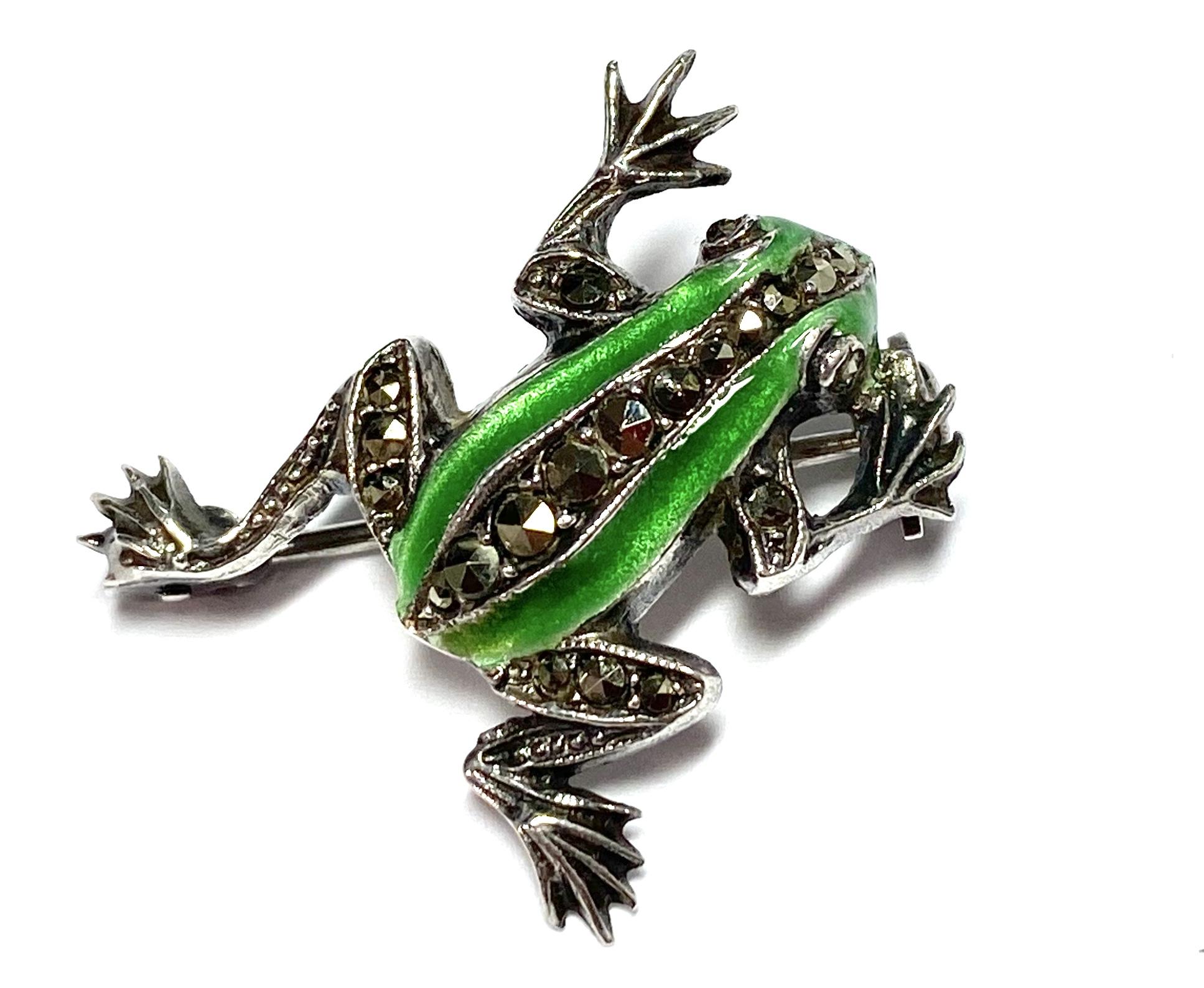 [写真]エナメル彩 カエルのブローチ
