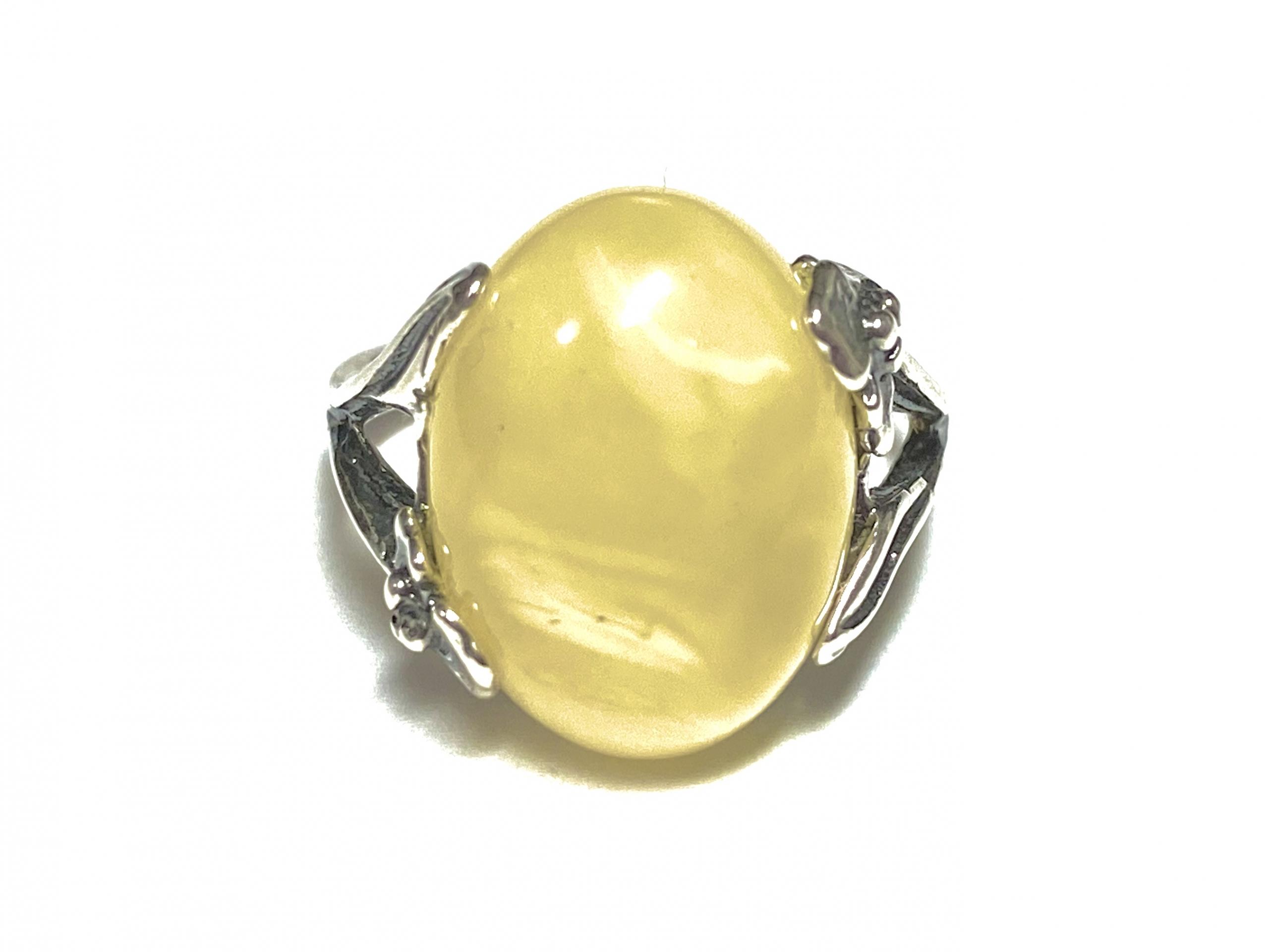[写真]琥珀のリング