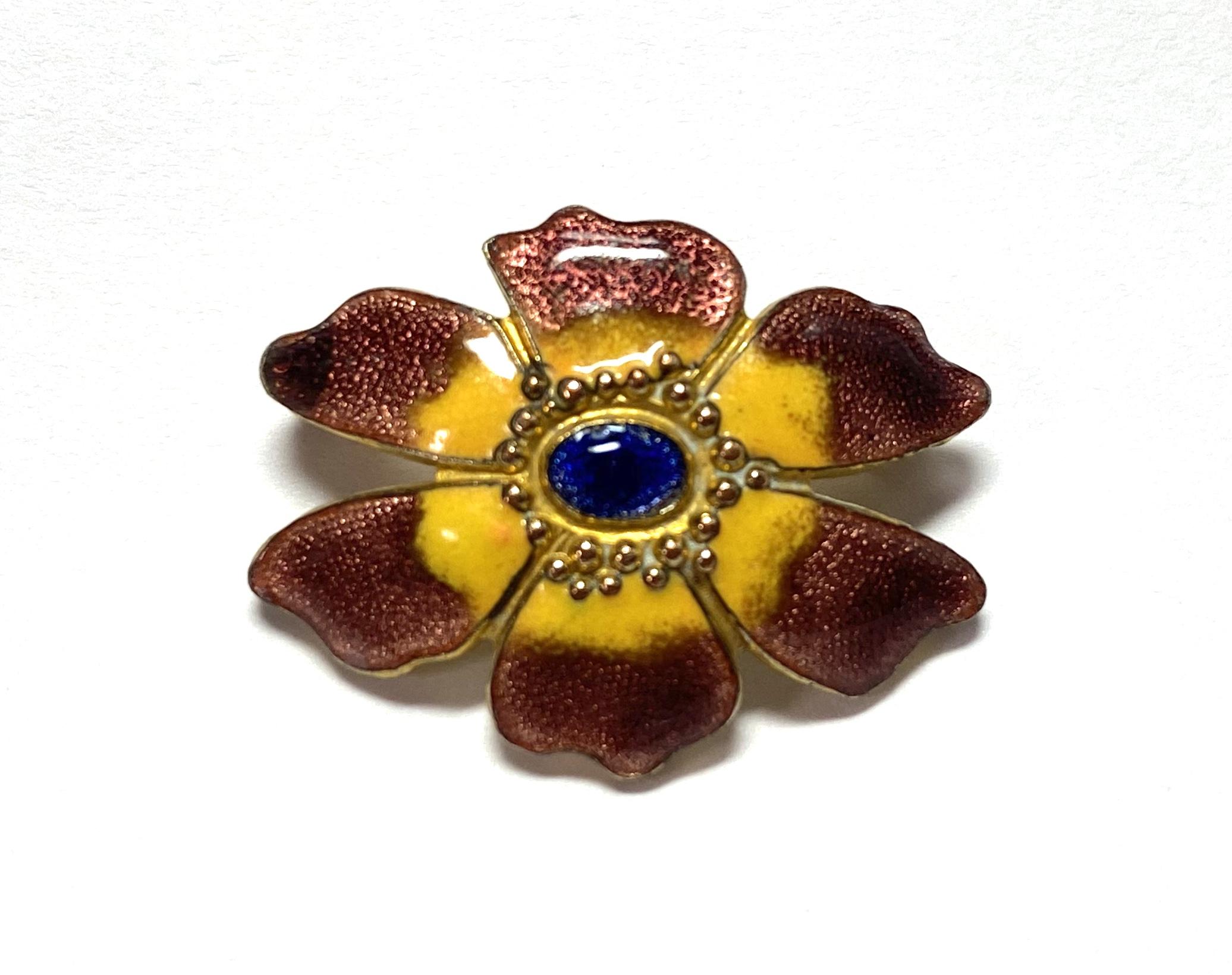 [写真]エナメル彩 花のブローチ