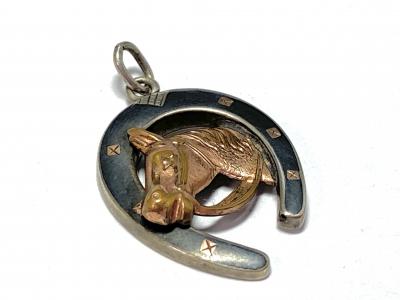 [サムネイル]馬蹄のペンダントトップ
