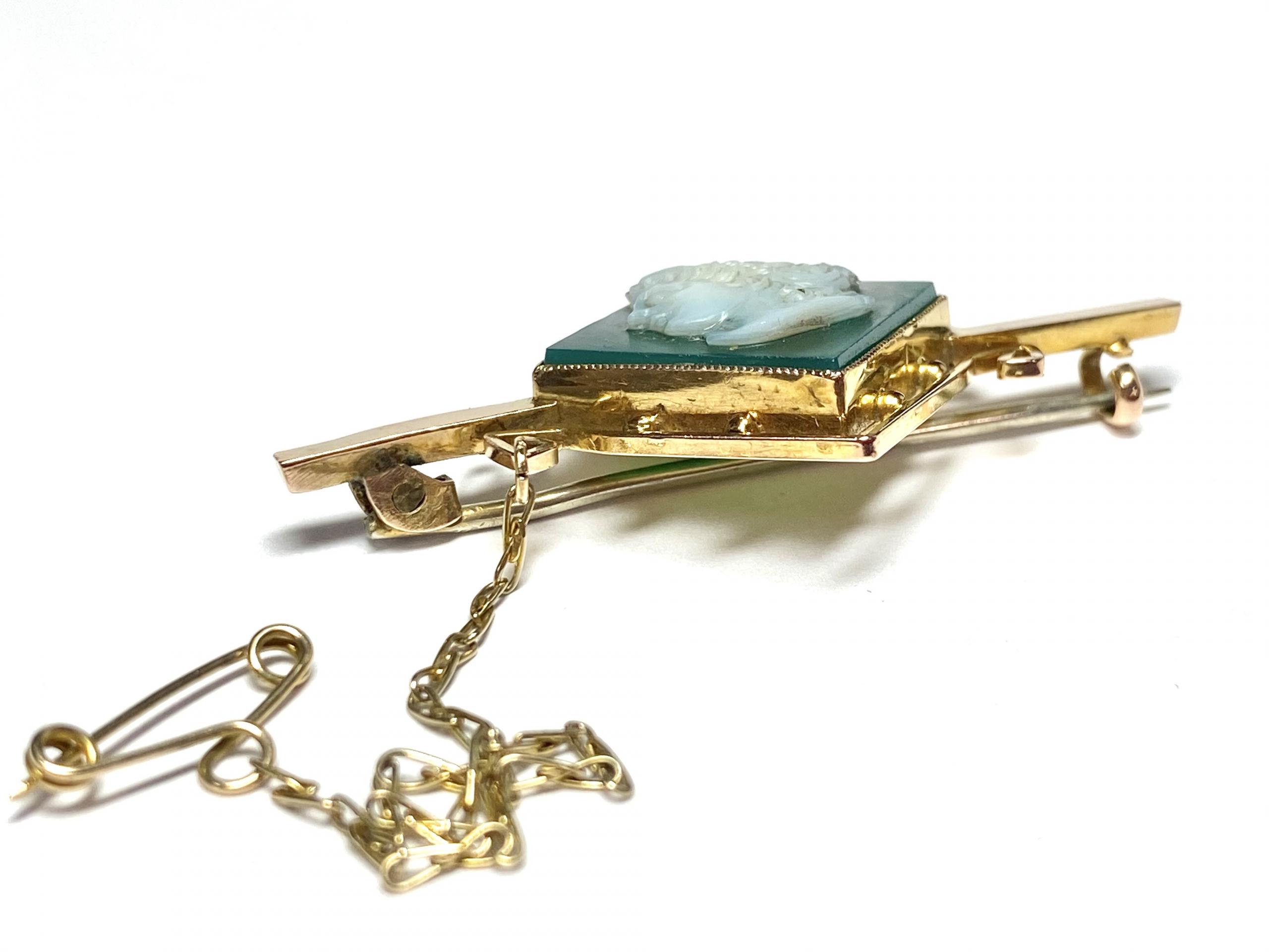 [写真]グリーンアゲイト カメオのブローチ