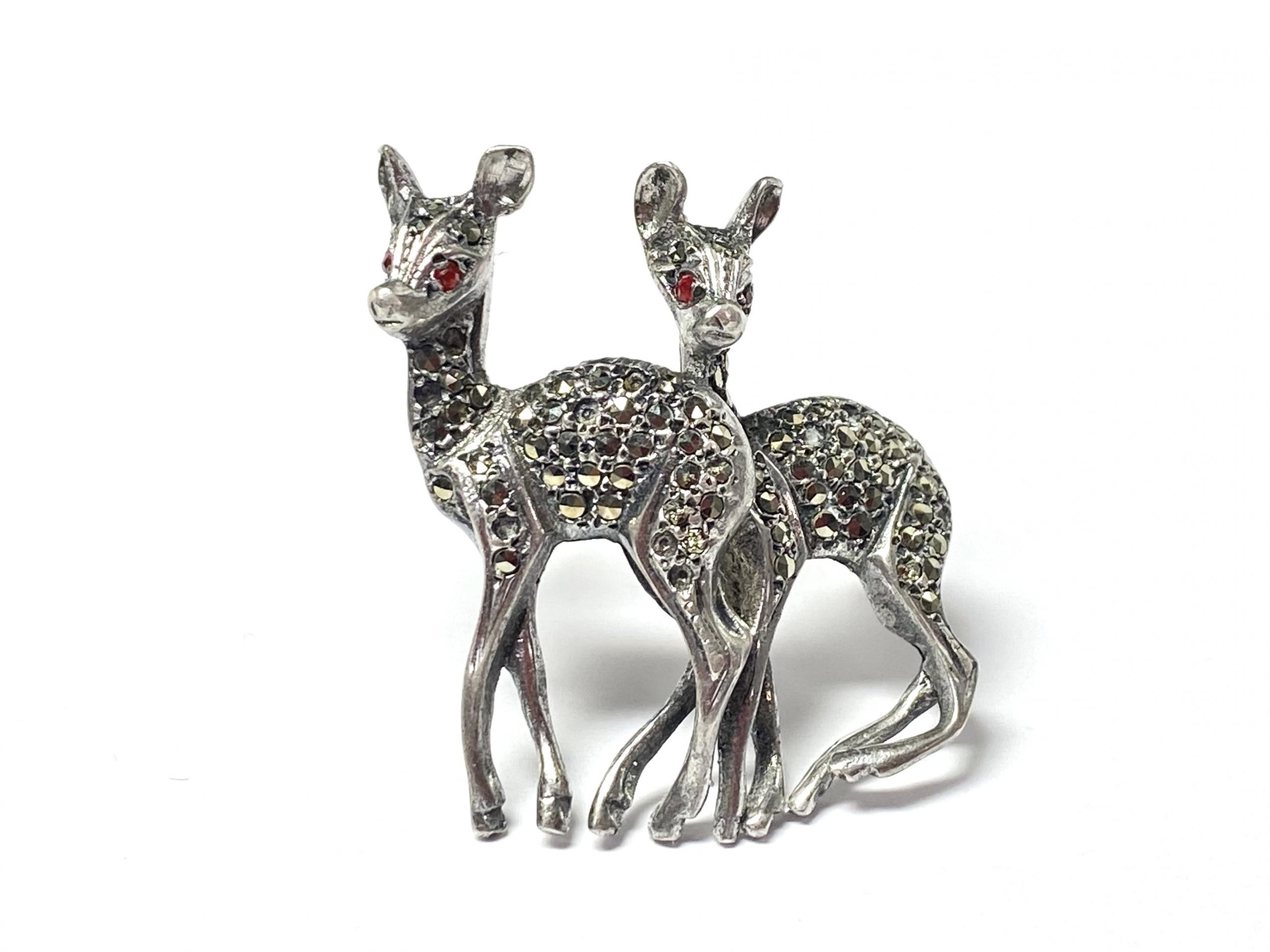 [写真]子鹿のブローチ